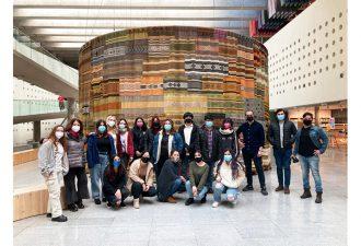 Estudiantes de Artes Visuales realizan gira a centros culturales en Santiago