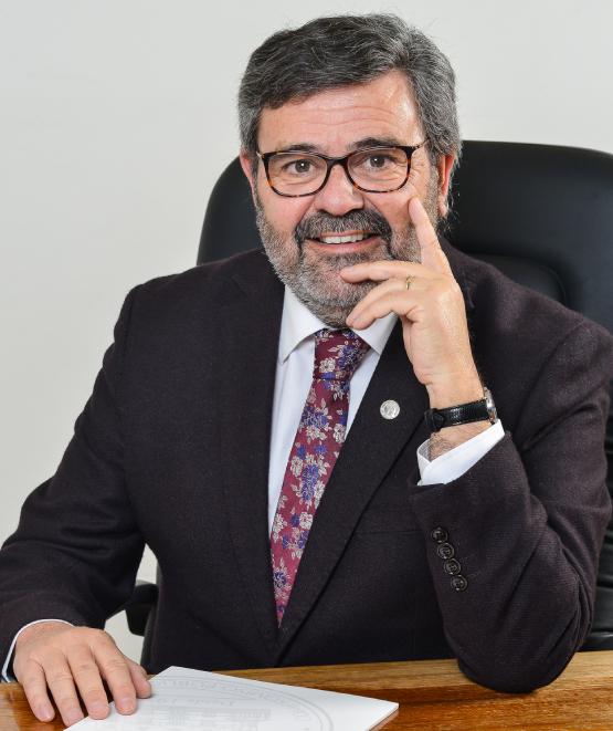 Decano Arturo Hernández Sallés