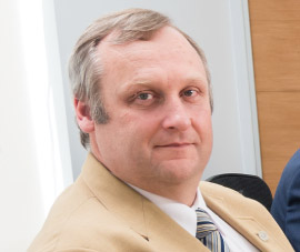 Dr. Carlos Lüders Post